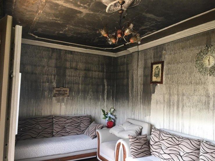 Tarsus'ta Sinir Krizi Geçiren Adam Evini Yaktı
