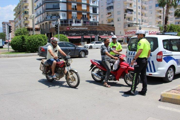 Kumluca'da Motosiklet Sürücülerine Kask Denetimi