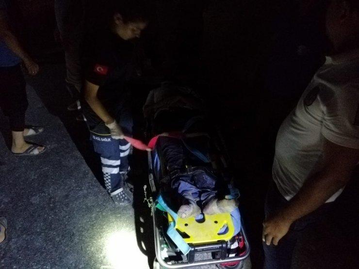 Mersin'de Hafriyat Kamyonu Devrildi: 2 Yaralı