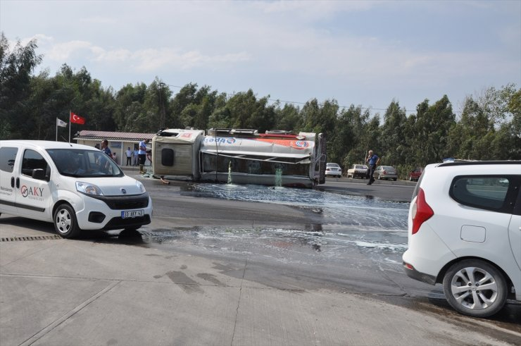 Mersin'de 8 ton mazot yüklü tanker devrildi: 1 yaralı