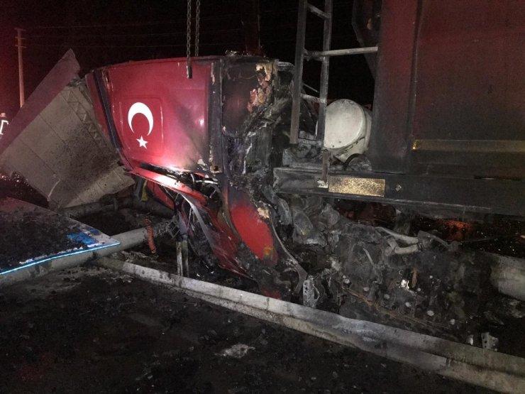 Konya'da Tır Bariyerlere Çarptı: 1 Ölü