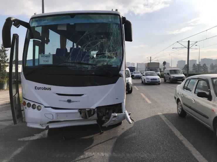 İşçi Servisi Otomobile Çarptı: 6 Yaralı