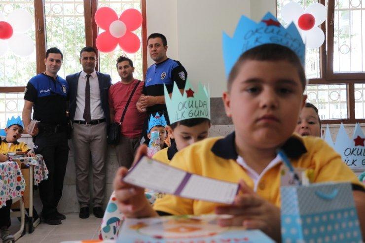 Aksaray'da Polis Amcalarından Miniklere 'Altın Öğütler' Eğitimi