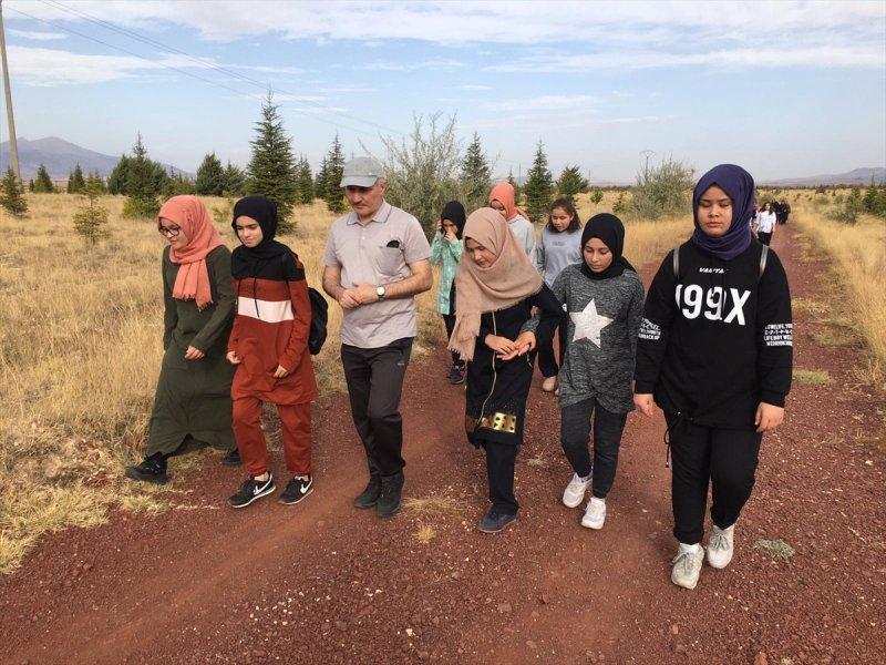 Vali Meral Öğrencilerle Sabah Yürüyüşü Yaptı