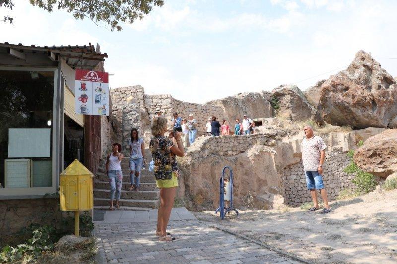 İlk Hristiyanların İnşa Ettiği 7 Katlı Yeraltı Şehri Yoğun İlgi Görüyor