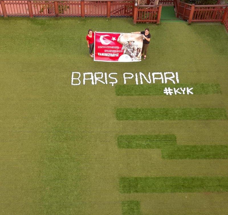 Üniversite Öğrencileri, Mehmetçik'e Barış Pınarı Harekâtı Koreografisi Oluşturarak Destek Verdi