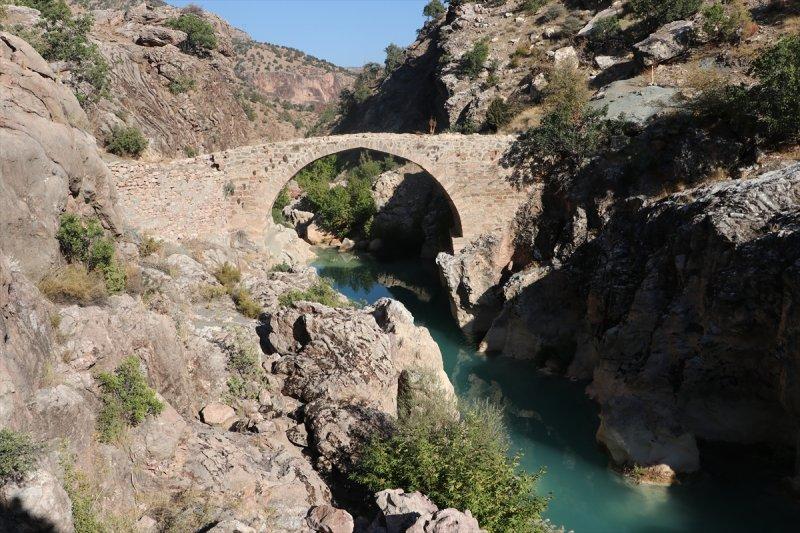 Göksu'nun Toroslardaki Gerdanlığı: Salavat Ve Cırlavık Köprüleri