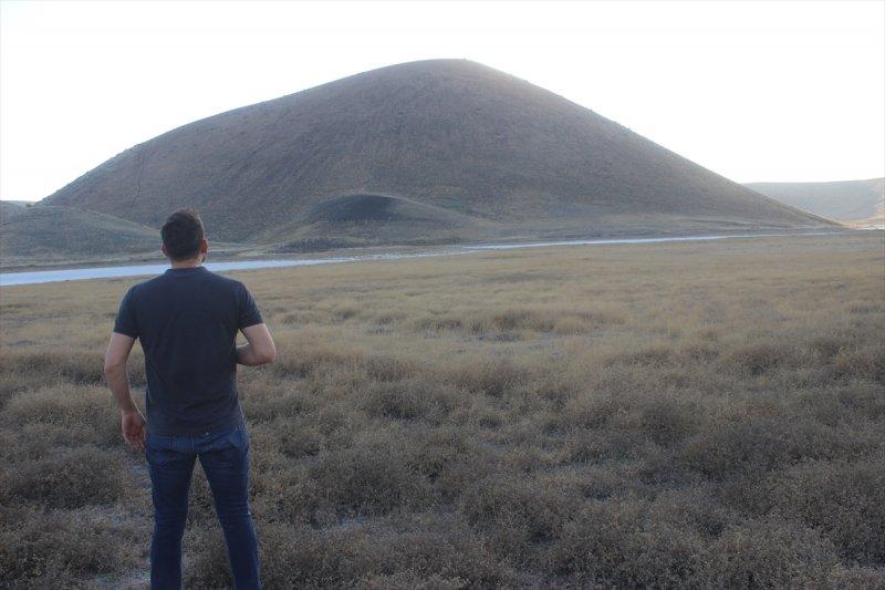Kuruyan Meke Gölü'nde Su Yerine Ot Manzarası