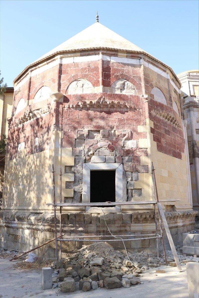 Tarihi Sungurbey Camisi'nin Restorasyonu Sürüyor