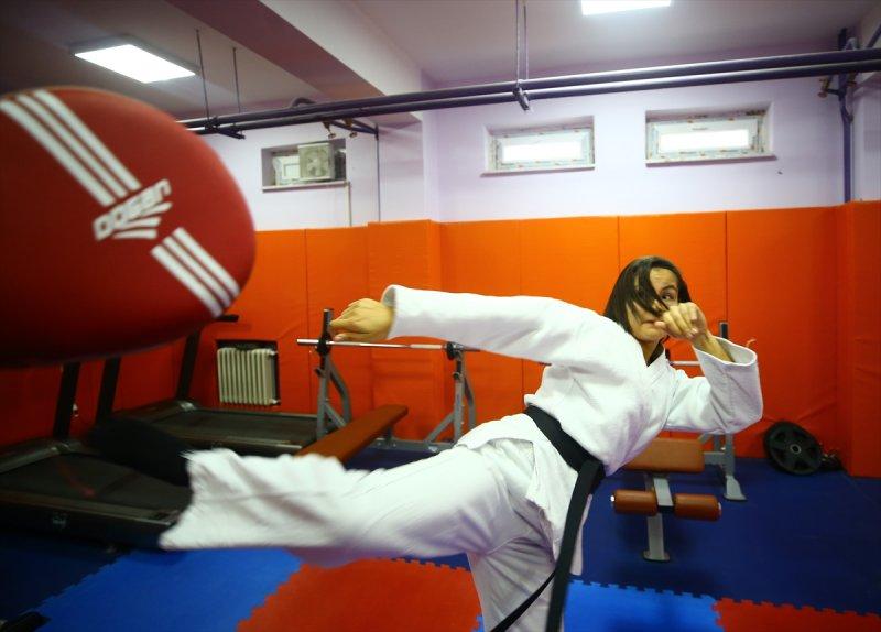 """Konyalı Sena """"Ju Jitsu""""da Dünya Şampiyonu Oldu"""