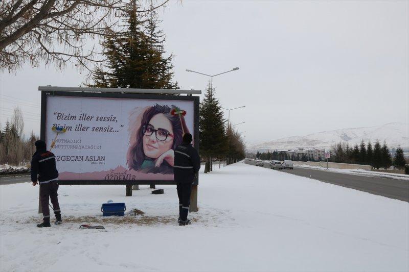 Niğde Belediyesi'nden  Özgecan Aslan'lı Billboard