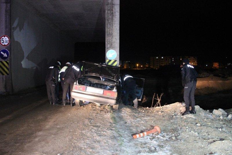 Karaman'da Feci Kazada Karı Koca Ölümden Döndü