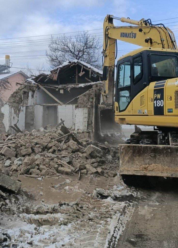 Ereğli Belediyesi Metruk Binaları Yıkıyor