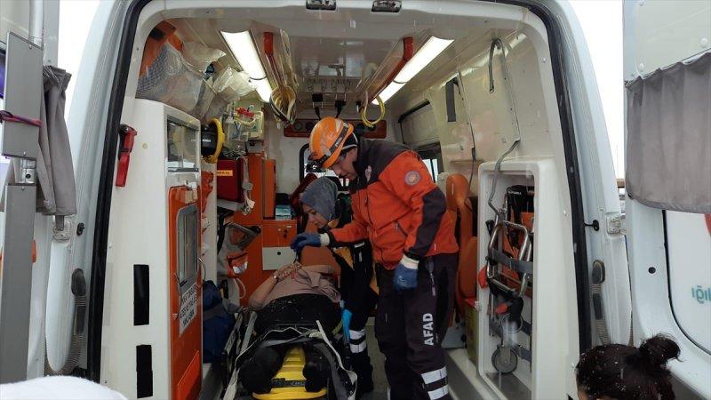 Aksaray'da Bir Tırın Devrilmesi Sonucu 5 Kişi Yaralandı