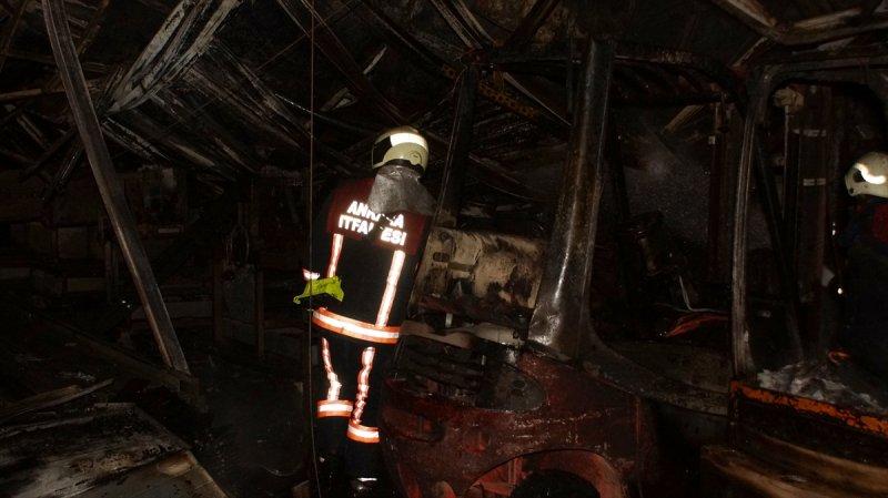 Ankara Akyurt'ta Fabrikada Çıkan Yangın Söndürüldü