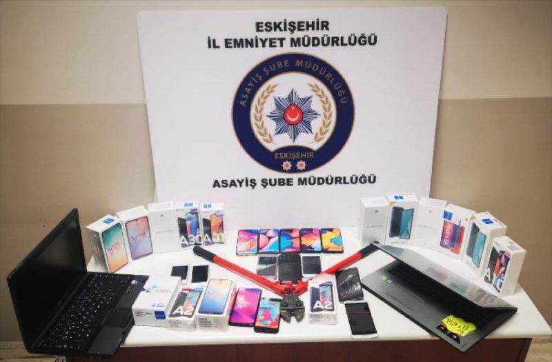 Eskişehir'de Cep Telefonu Ve Bilgisayar Hırsızlığı Şüphelisi Yakalandı