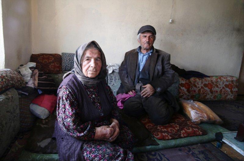 Konya'da 93 Yaşındaki Ninenin, 69 Yaşındaki Engelli Oğluyla Hayat Mücadelesi