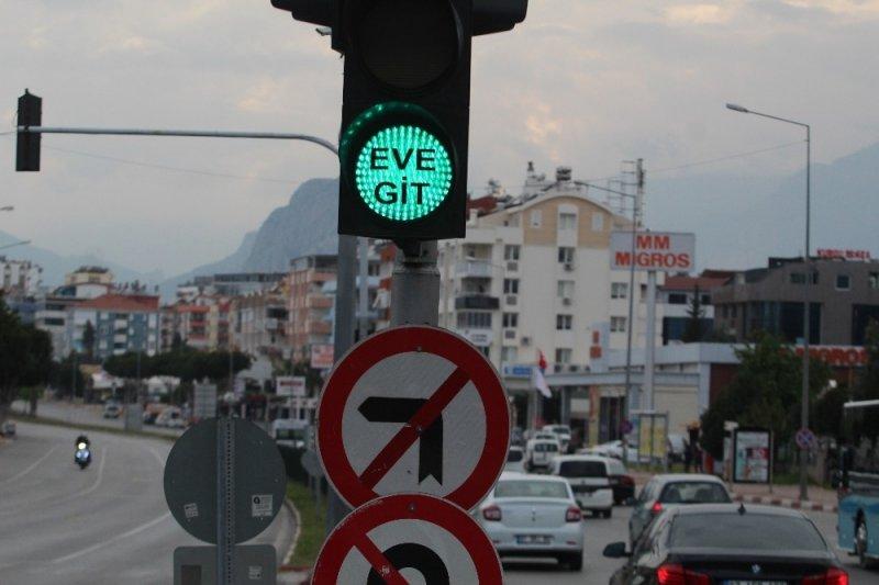 Antalyalılar Işıklarda Şaşkınlık Yaşadılar
