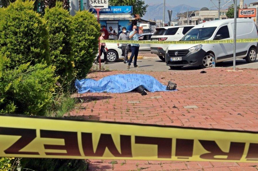 Antalya'da Trafik Kazası : 1 Ölü