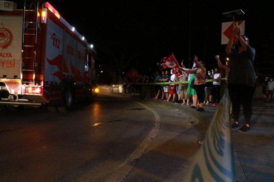 Antalya'da 19 Mayıs'a Sosyal Mesafeli Fener Alayı