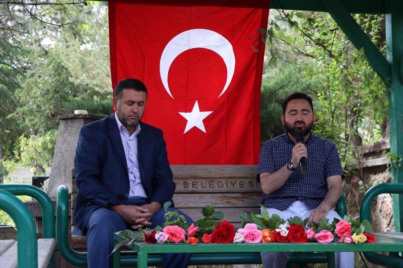 Niğde Belediyesi Kabristanda Kur-an'ı Kerim Ve Dua Okuttu