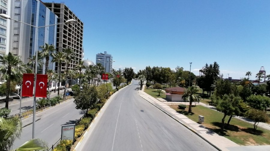 Mersin'de Bayramın İkinci Gününde Sokaklar Boş Kaldı