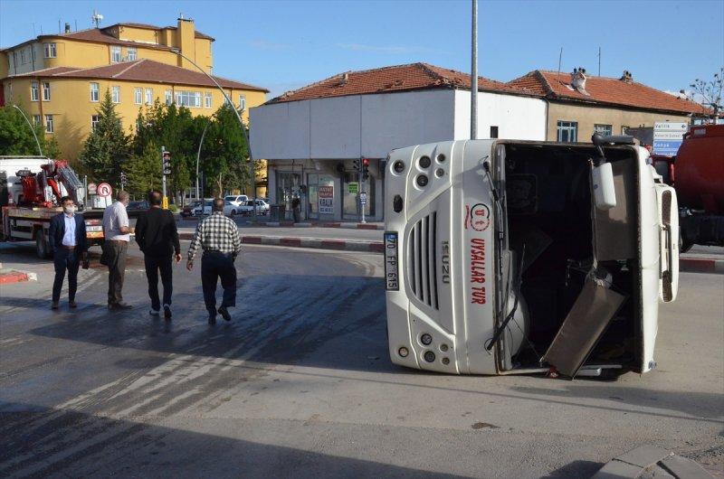 Karaman'da İşçi Servisiyle Ticari Taksi Çarpıştı: 11 Yaralı