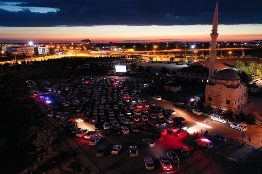 Aksaray'da Arabada Sinema Keyfi