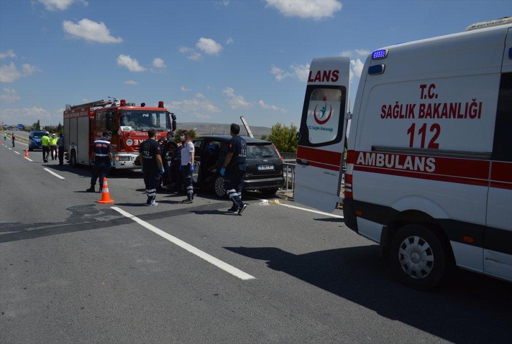 Kayseri'de Otomobil Bariyerlere Çarptı: 1 Ölü, 4 Yaralı