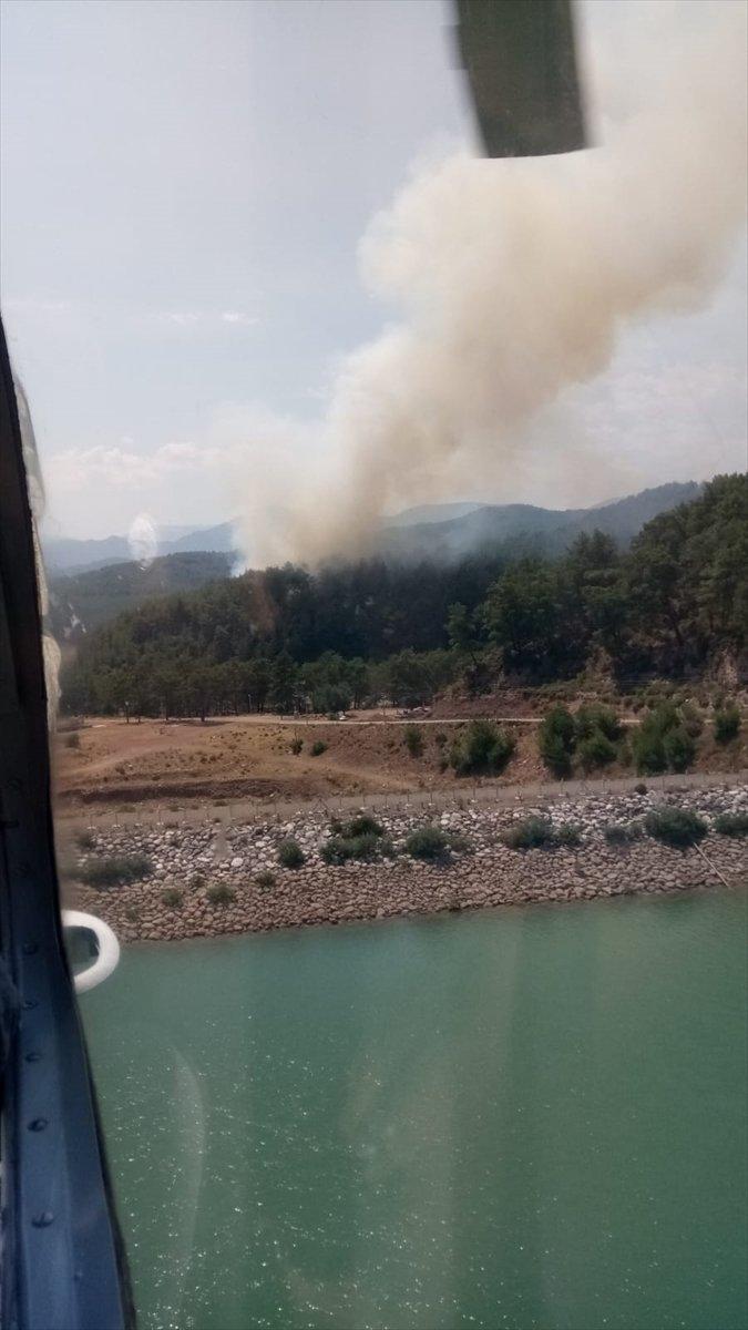 Antalya'da Çıkan Orman Yangını Söndürülmeye Çalışılıyor