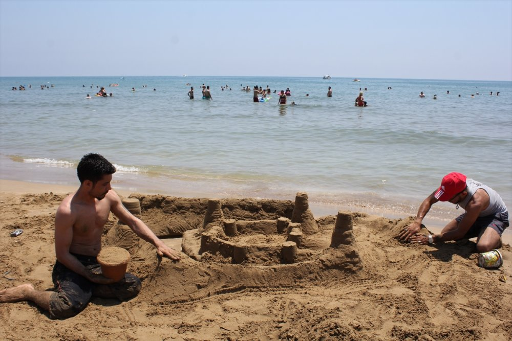 Sıcak Havada Mersinliler Sahile Akın Etti