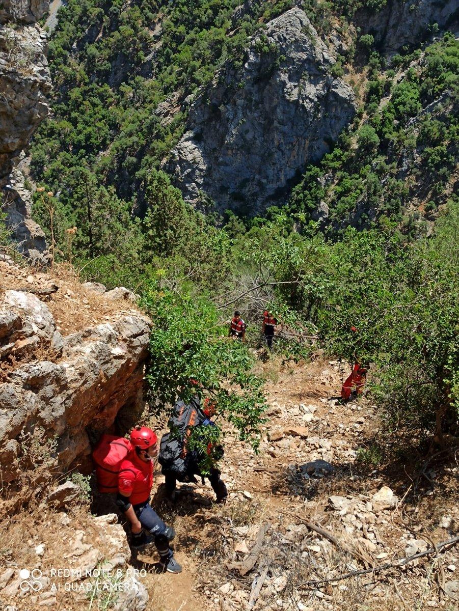 Antalya'da Dağda Ayağı Kırılan Vatandaşı AFAD Kurtardı