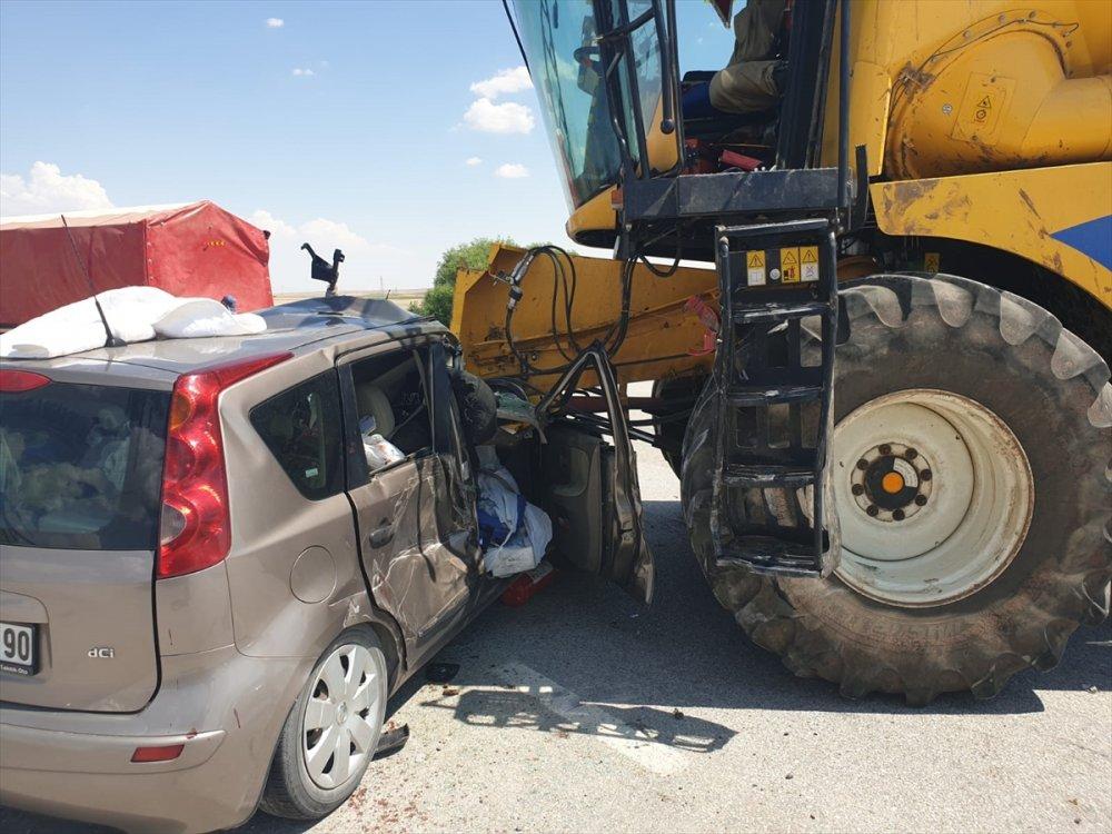 Konya'da Biçerdöverle Çarpışan Otomobildeki 3 Kişi Yaralandı