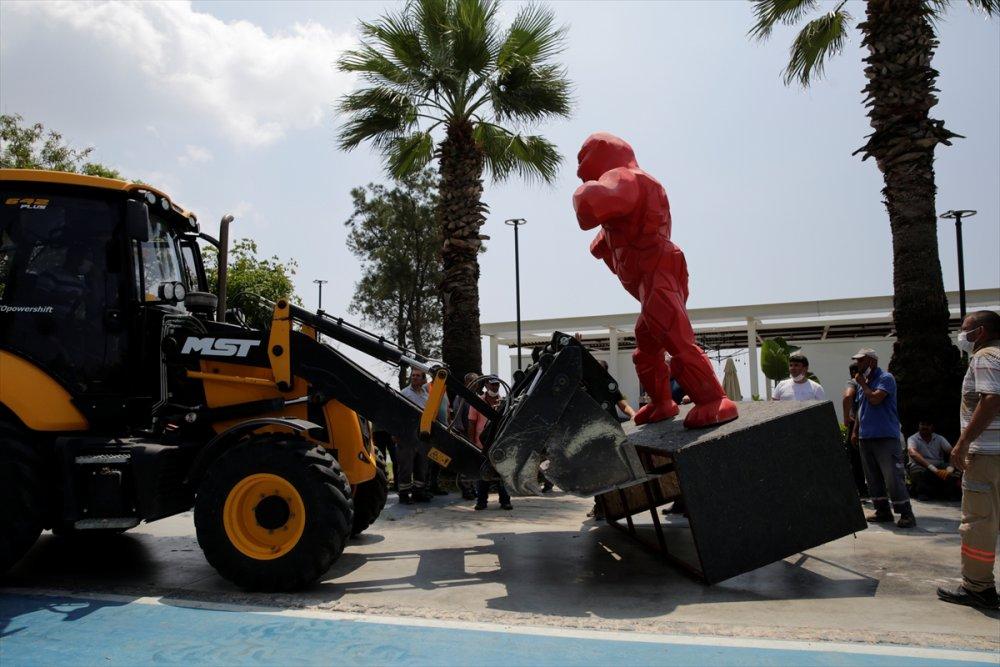 Antalya'da Konyaaltı Sahili'ndeki Localar Kaldırıldı