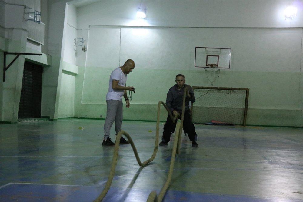 Niğde'de Yaşlı Kadının Spor Yapmayı Sevdi