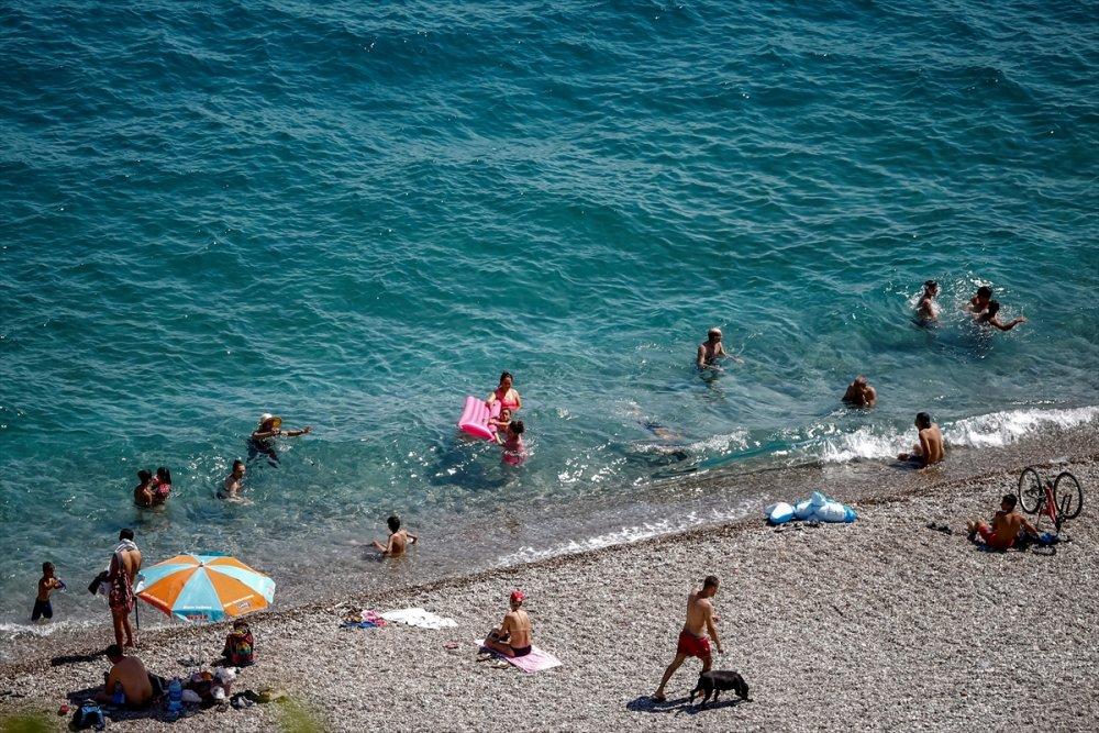 Antalya Hafta Sonunda Sahile Akın Etti