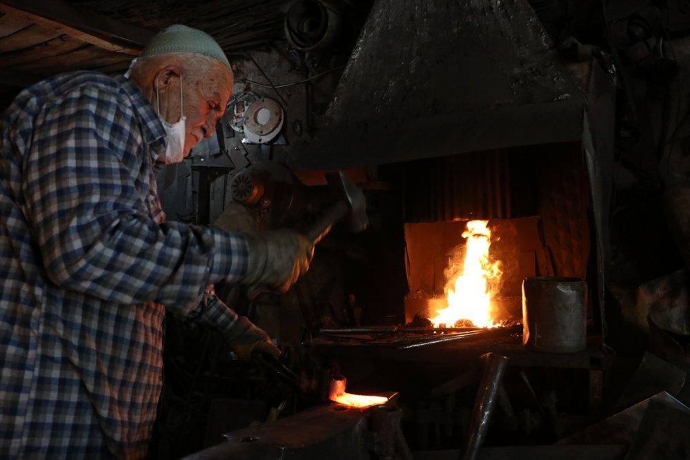 Ekmeğinin Peşinde Ateş Başında Geçen 61 Yıl