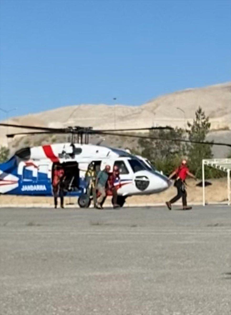 Demirkazık'ta Rahatsızlanan Dağcı Helikopterle Kurtarıldı