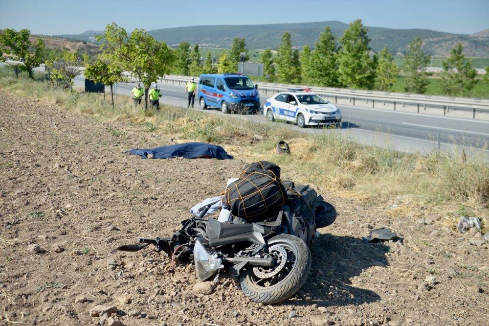 Eskişehir'de Devrilen Motosikletin Sürücüsü Öldü