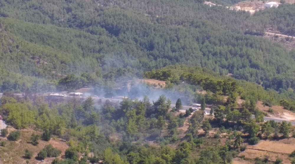 Antalya'da Çıkan Orman Yangını Hava Ve Karadan Müdahaleyle Söndürüldü