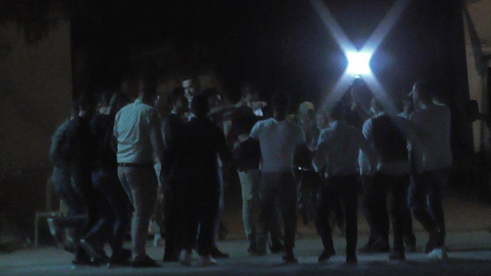Konya'da Düğünde Gençler, Koronavirüs Salgınını Hiçe Saydı