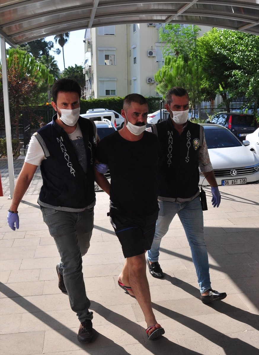 Güncelleme - Antalya'da Otomobile Silahlı Saldırıda 1 Kişi Öldü 1 Kişi Yaralandı