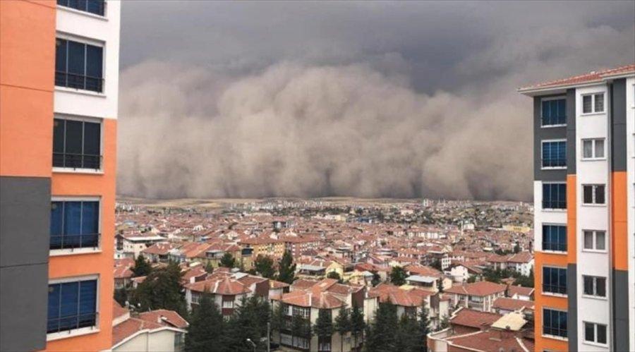 Sağanak Öncesi Kuvvetli Rüzgar Ankara'da Toz Fırtınasına Neden Oldu