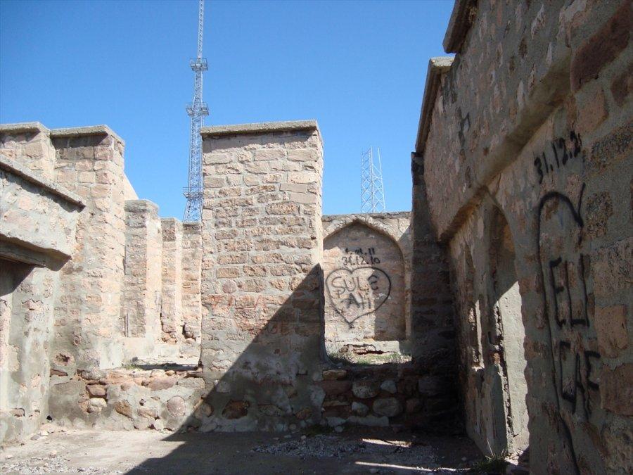 Aksaray'da Bulunan Iı. Kılıç Arslan Türbesi Restore Ediliyor