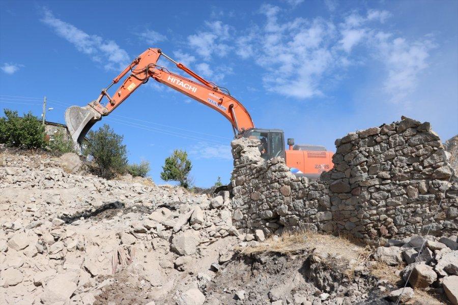 Beyşehir'de Metruk Yapılar Yıkılıyor