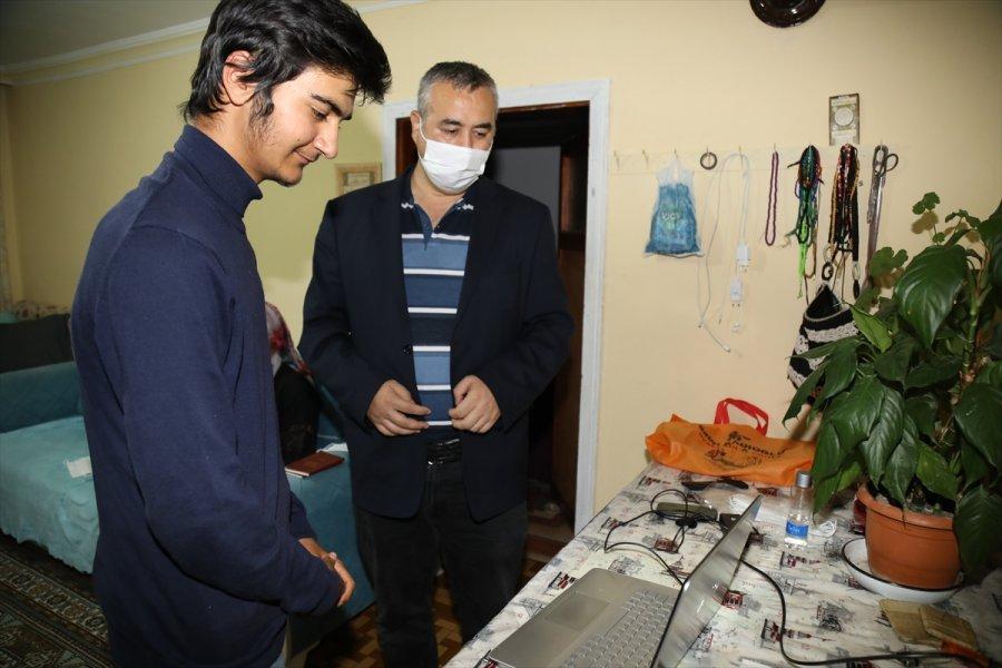 Güvenlik Görevlisinin Bilgisayar Hediyesi Engelli Kardeşleri Sevindirdi