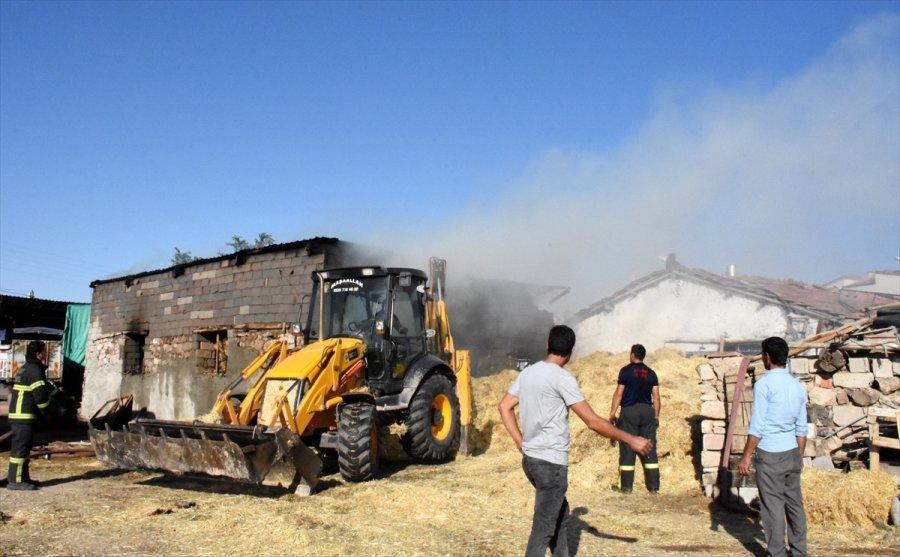 Aksaray'da Yaklaşık 5 Bin Saman Balyası Yandı