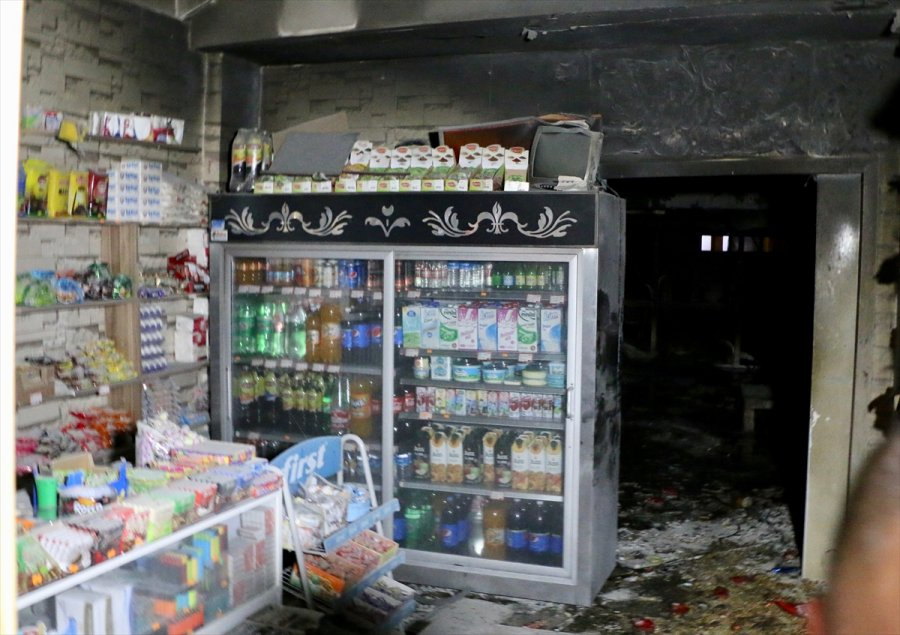 Eskişehir'de Markette Çıkan Yangında 6 Kişi Dumandan Etkilendi