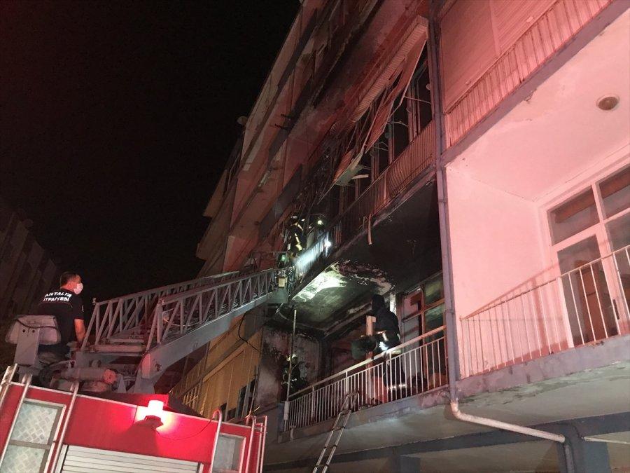 Antalya'da Apartmanda Çıkan Yangında İki Güvercin Ve Bir Köpek Kurtarıldı
