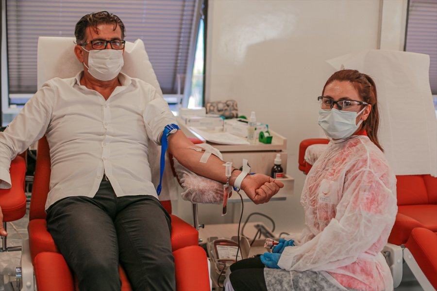 Antalya'da Türk Kızılayı'na Kan Bağışı Desteği